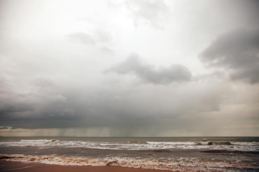 The threatening rain moves closer